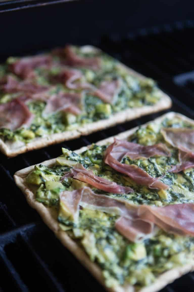 spinach-and-artichoke-dip-grilled-pizza
